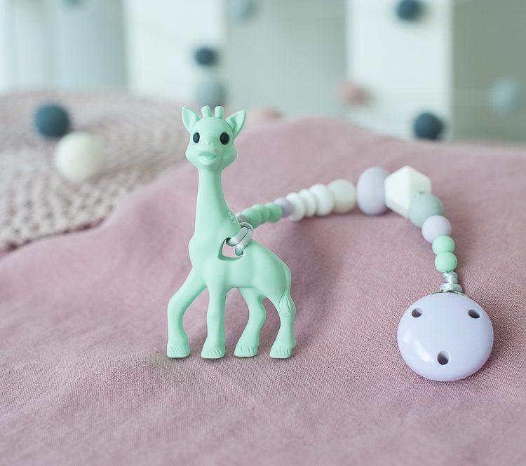 Pastelinis čiulptuko laikiklis su mėtų spalvos silikoniniu kramtuku žirafa
