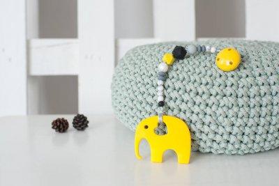 Geltonas silikoninis kramtukas drambliukas su čiulptuko laikikliu kūdikiui