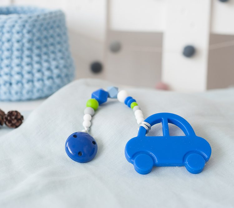 silikoninis čiulptuko laikiklis ir kramtukas mėlyna mašinytė berniukui