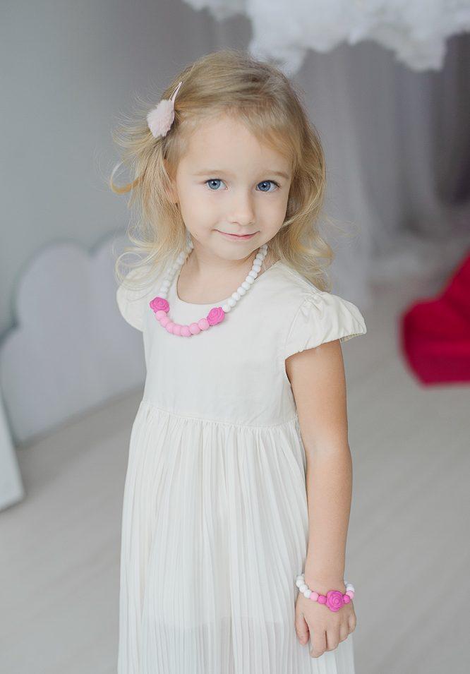 Rožiniai stilingi silikoniniai karoliai mergaitėms