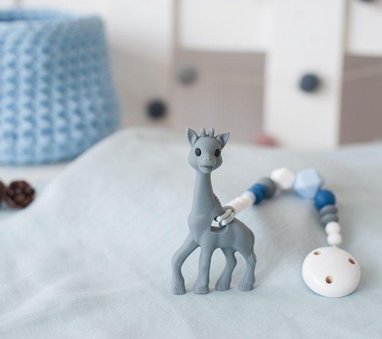 Pastelinis čiulptuko laikiklis su kramtuku žirafa pilkas berniukui