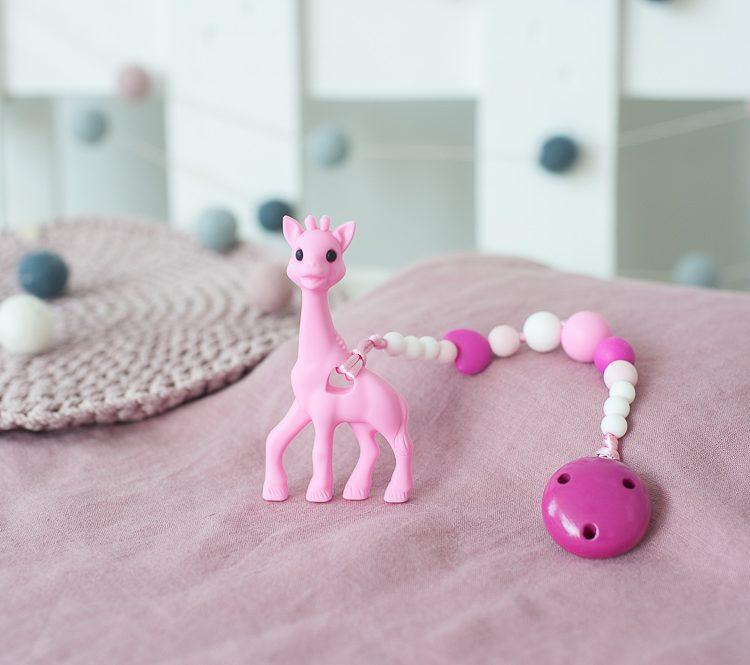 Rožinis kramtukas žirafa su prisegamu silikoniniu čiulptuko laikikliu mergaitei