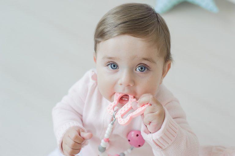 Silikoninis čiulptuko laikiklis su kramtuku kūdikiui