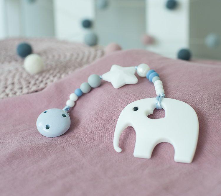 Silikoninis kramtukas drambliukas su prisegamu čiulptuko laikikliu berniukui