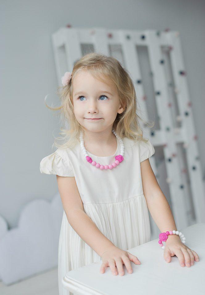 Silikoninis sensorinis vėrinys – puiki praktiška ir naudinga dovana stilingoms mergaitėms!