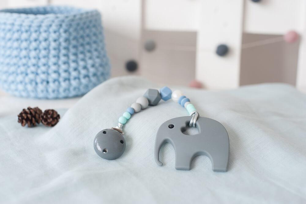 pastelinis pilkas čiulptuko laikiklis berniukui kramtukas drambliukas kūdikiui