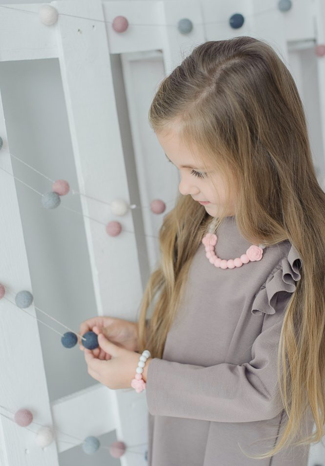 Pasteliniai stilingi silikoniniai karoliai mergaitei