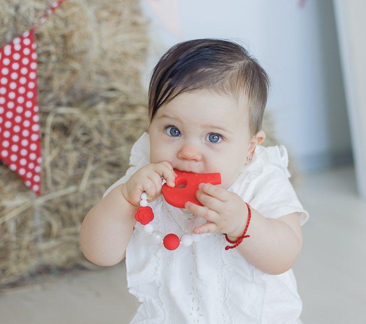 raudonas čiulptuko laikiklis su kramtuku kūdikiui mažyliui vaikui