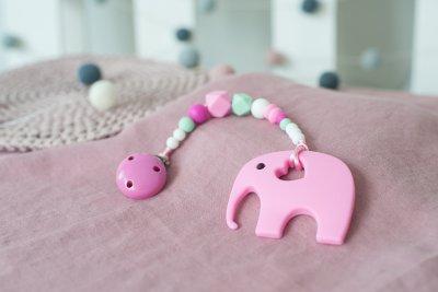 Rožinis silikoninis kramtukas drambliukas su prisegamu čiulptuko laikikliu mergaitei