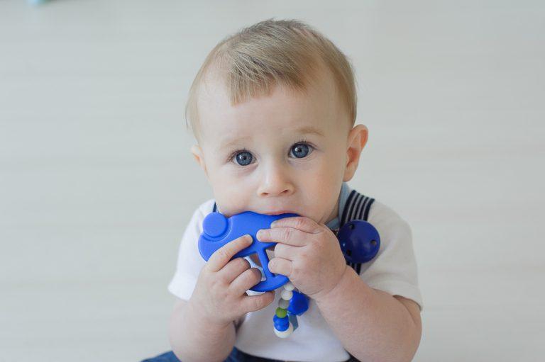 silikoninis čiulptuko laikiklis ir kramtukas mašinytė mėlynas