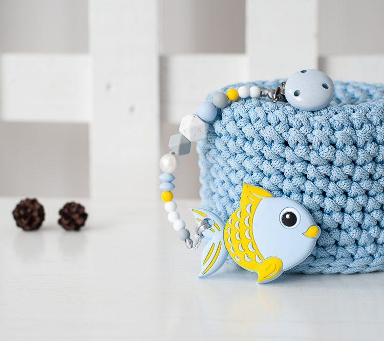 Silikoninis kramtukas melsva žuvytė su prisegamu čiulptuko laikiklis berniukui