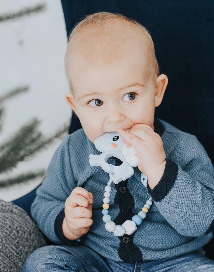 Silikoninis kramtukas melsvas vienaragis su prisegamu čiulptuko laikiklis berniukui